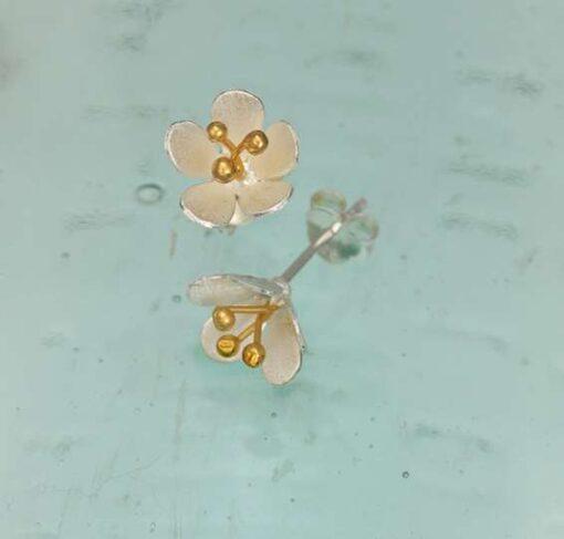 E147SG Satin Daisy Gold Stud Earrings E147SG Satin Daisy Gold Stud Earrings